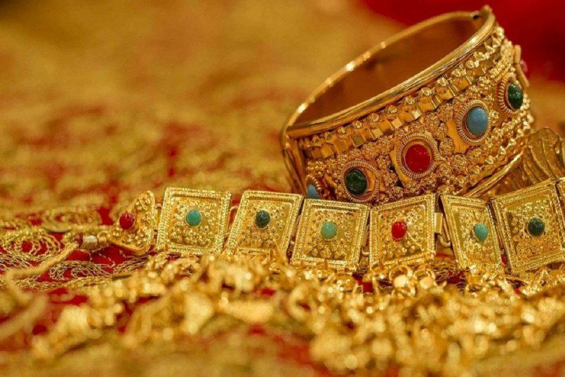 Gold Price Today: लगातार बढ़ोतरी के बाद सोना हुआ स्थिर, चांदी के दाम में वृद्धि, जानिए नई कीमत