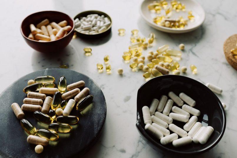 """दवा के तौर पर खाई जाने वाली """"कैप्सूल्स"""" आख़िर बनी किस चीज़ से होती हैं? यह जान कर कैप्सूल खाना छोड़ देंगे कुछ लोग"""